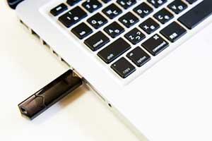 オプザイル達が販売する50万円USBはバイナリーオプションツール